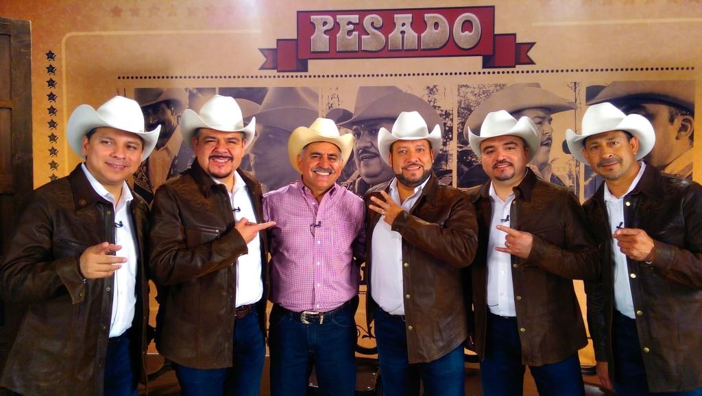 """Radio lobo MX de Humberto Armas """"El Mago""""."""