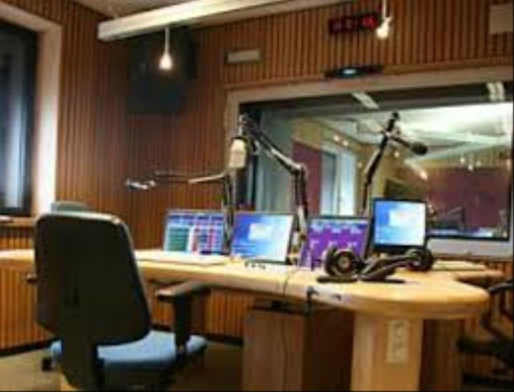 Decibel Haiti 106.9 FM